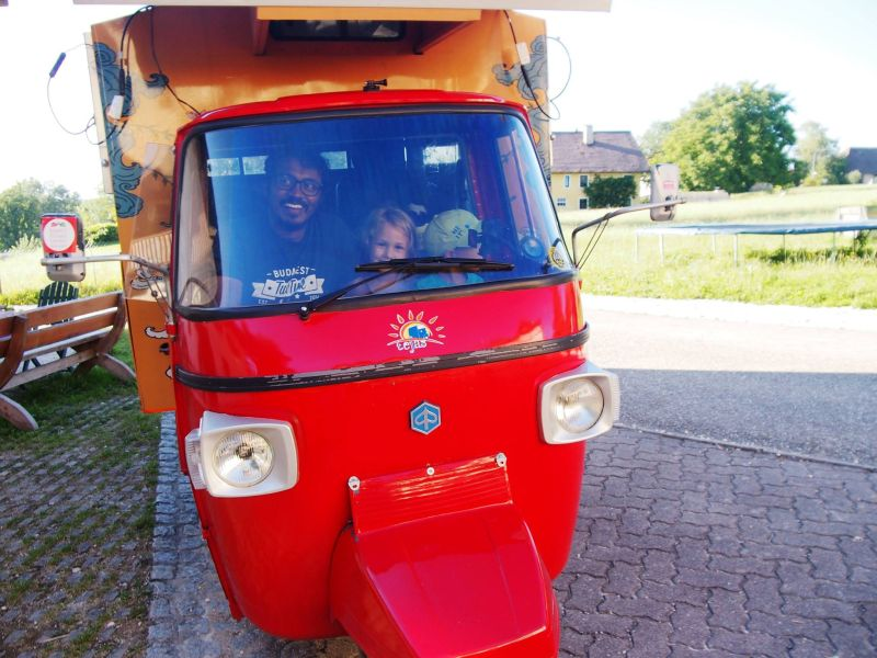 India to London in a solar-powered auto rickshaw-9