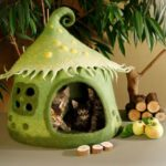 Ukrainian artist creates handmade fairy tale houses for cats