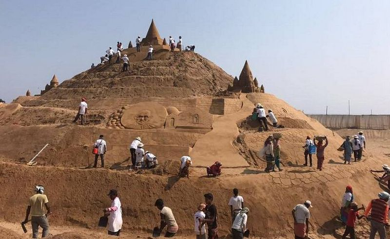 Sudarsan Pattnaik sets Guinness World Record for tallest sand castle-2