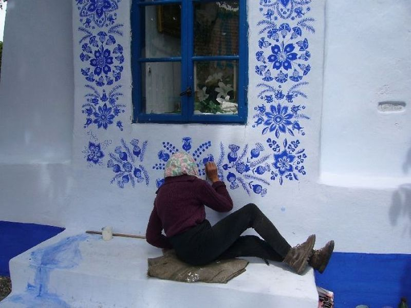 90-year-old Czech Republic grandmother paints every house of her small village