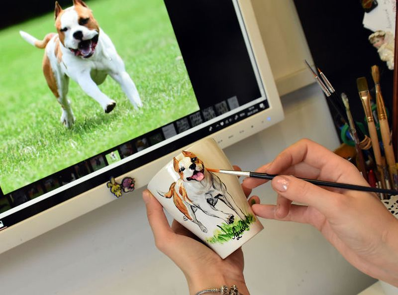 Romanian Artist Creates Handmade 3D Sculptures of Pets on Mugs