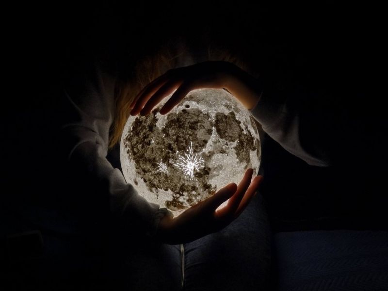 Stunning lunar night lights bring the moon right into your room
